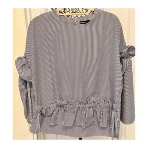 ❣️INA blouse with Ruffles, bell sleeves-side tides